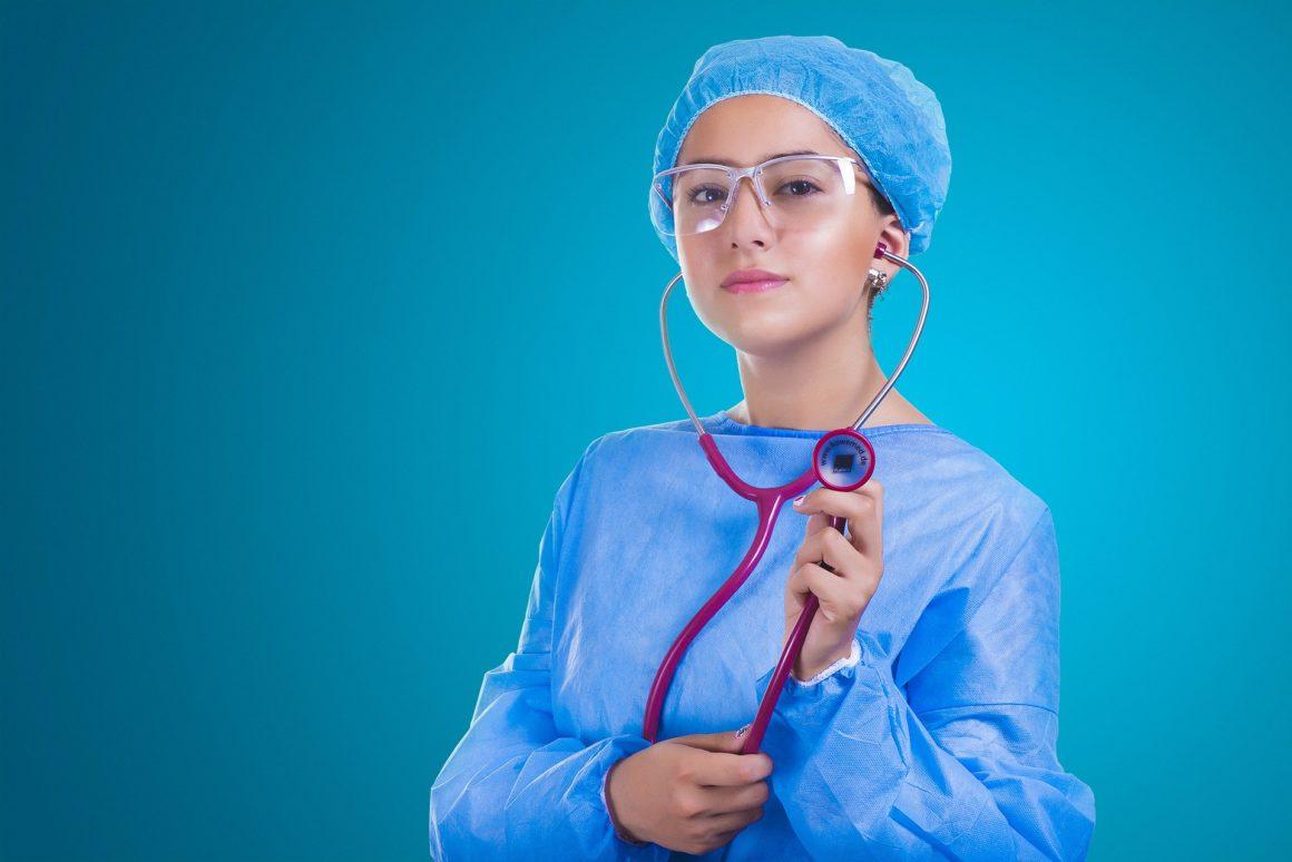 """SIA """"Jelgavas pilsētas slimnīca"""" aicina darbā sanitāri vai māsu palīgu."""